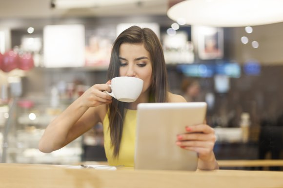 woman_in_coffee_shop_with_guy_in_background