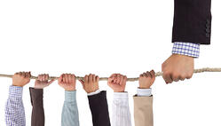 Leadership_hands_with_rope